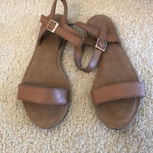 Shoes - Like new brown sandals 7.5